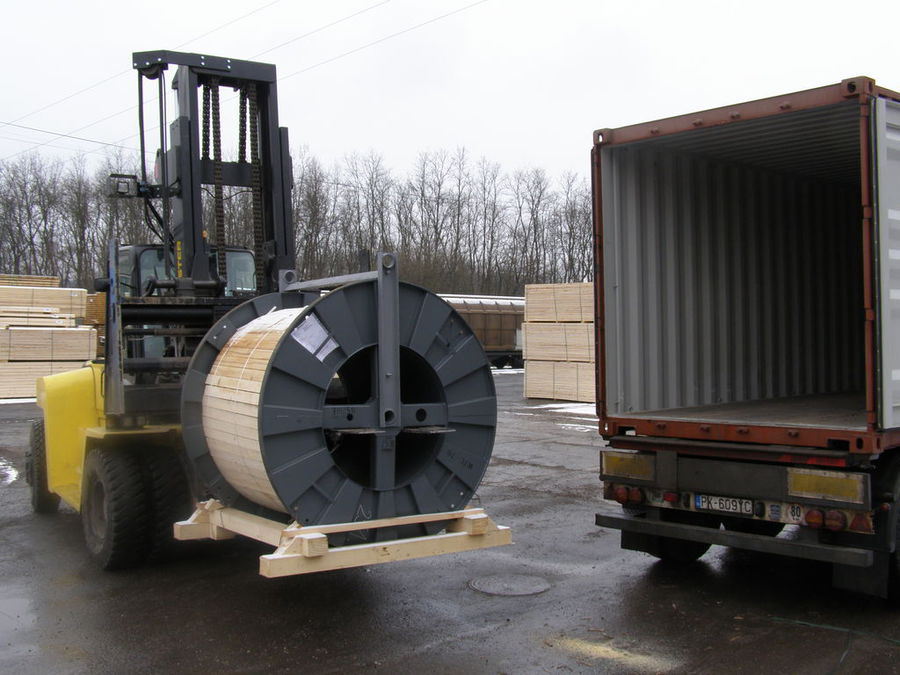 Loading of copper coils, from Senec to Brazil